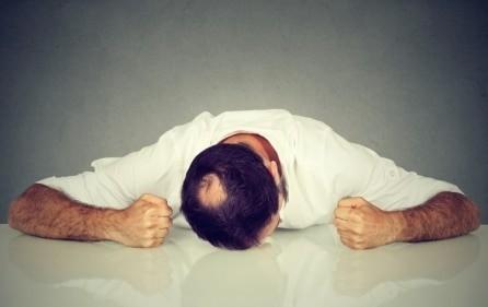 الجوانب النفسية الناتجة عن تساقط الشعر
